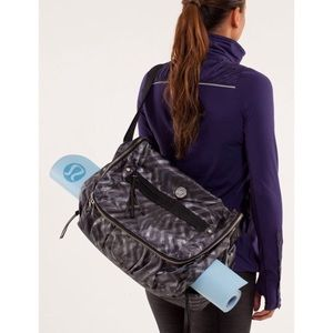 LULULEMON | YOGA MOTO MESSENGER BAG